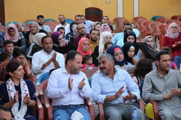 لجنة التربية والتعليم في منبج تكرّم الطلبة المتفوقين خلال احتفالية