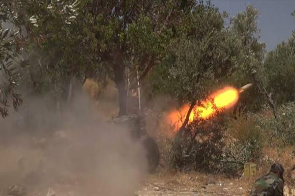 المرصد: قصف للنظام على محيط إحدى نقاط المراقبة التركية يلحق بها أضراراً