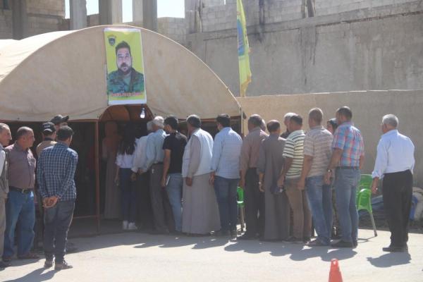 أهالي كوباني يقدمون واجب العزاء لذوي الشهيد ماهر حلب