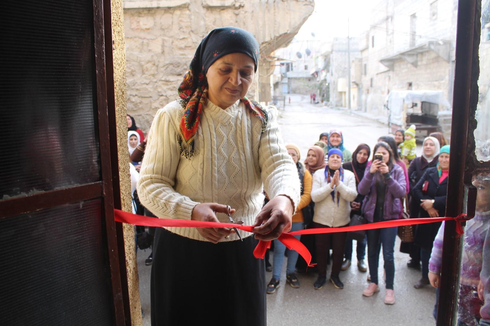 نساء حي الشيخ مقصود يفتتحن ورشة لصناعة الصوف