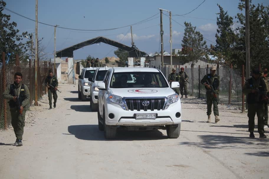 وفد من الصليب الأحمر يزور مخيم الهول