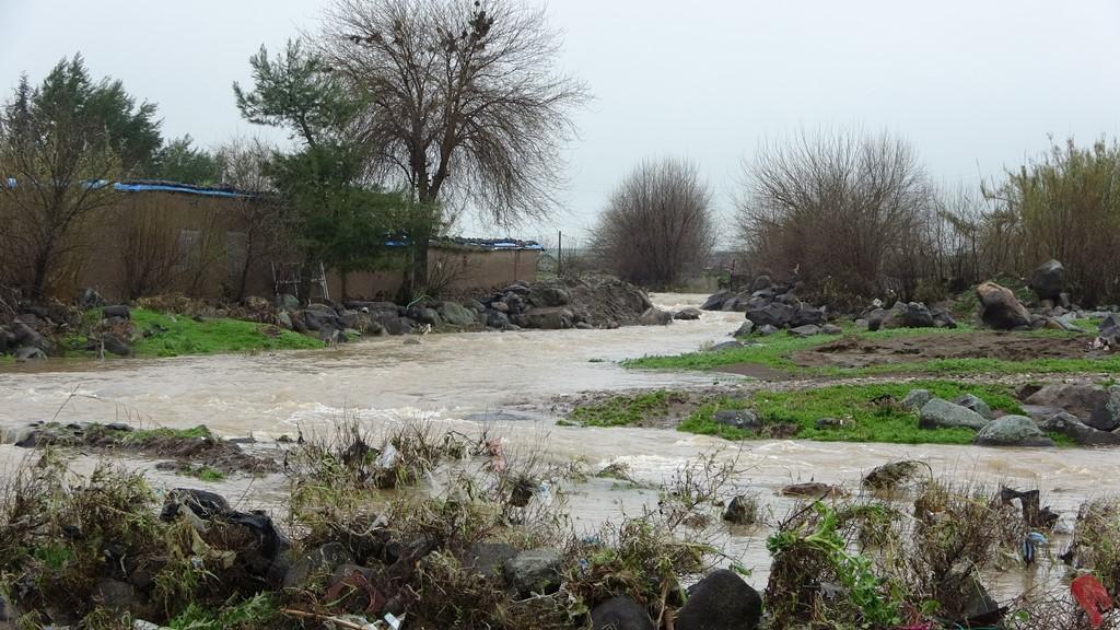 أضرار في ممتلكات اهالي القرى الحدودية نتيجة إزالة الجدار الاسمنتي