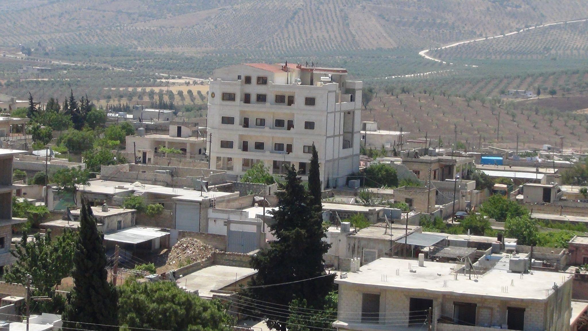 الاحتلال التركي يُفرغ قرى عفرين لبناء قواعد عسكرية فيها