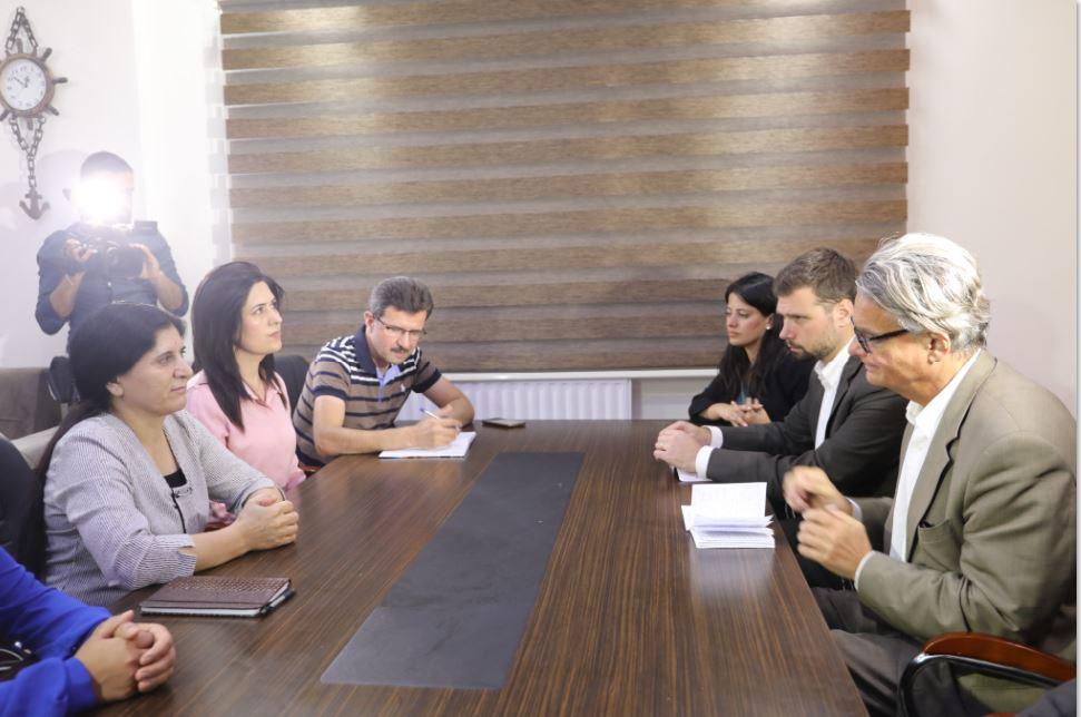 الوفد السويدي يختتم برنامج يومه الأول باجتماع مع إداريات مؤتمر ستار