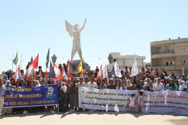 كوباني.. الآلاف يحتجون رفضاً للتهديدات التركية