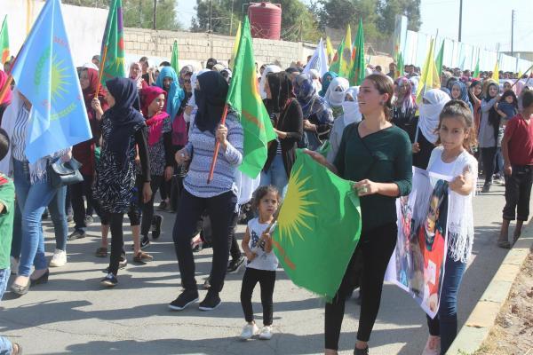 أهالي جل آغا يتظاهرون ضد الاحتلال ويجددون دعمهم لـ قسد