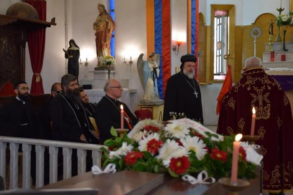 تشييع جثمان حنا بيدويان والد كاهن كنيسة الأرمن الكاثوليك في قامشلو
