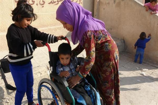 إعاقة الابن زاد من معاناة النزوح