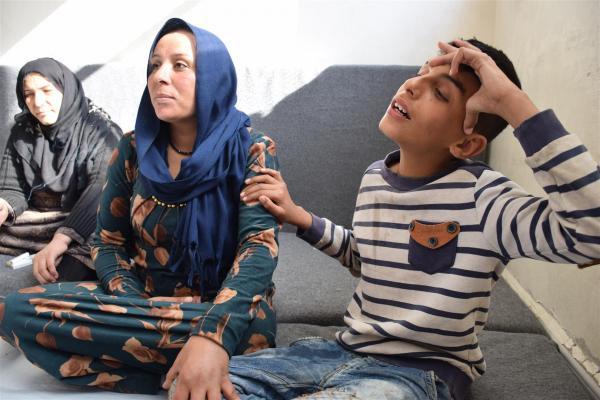 أطفال نازحون مصابون يزيدون من آلام عوائلهم