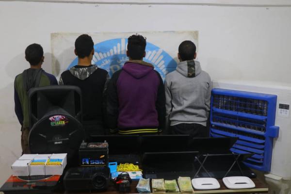 الأمن الداخلي تلقي القبض على سارقي الأجهزة الإلكترونية في الرقة