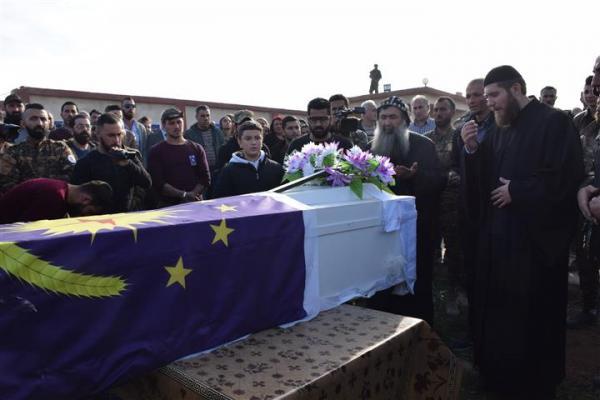 المئات من أهالي الحسكة يشيعون جثمان الشهيد أثرو إلى مثواه الأخير