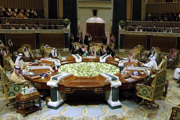 قمة الخليج تدعو للحفاظ على الأمن الإقليمي وتبدد آمال المصالحة مع قطر