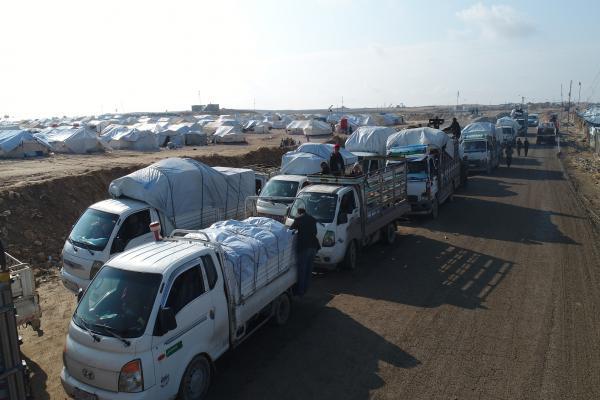دفعة جديدة من نازحي الشمال السوري يخرجون من مخيم الهول