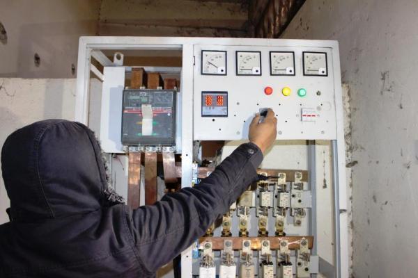 سعياً لإعادة التيار الكهربائي.. لجنة الطاقة والاتصالات تبدأ العمل وسط الرقة