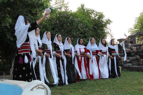 برقصاتهن يظهرن التنوع الثقافي في الشمال السوري