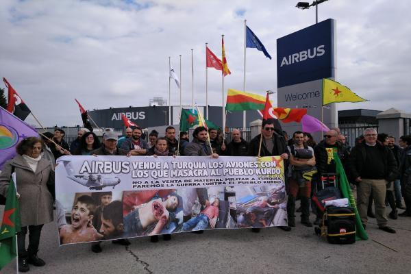 محتجون في إسبانيا: إيرباص تبيع الطائرات الحربية لتركيا التي تقتل الكرد