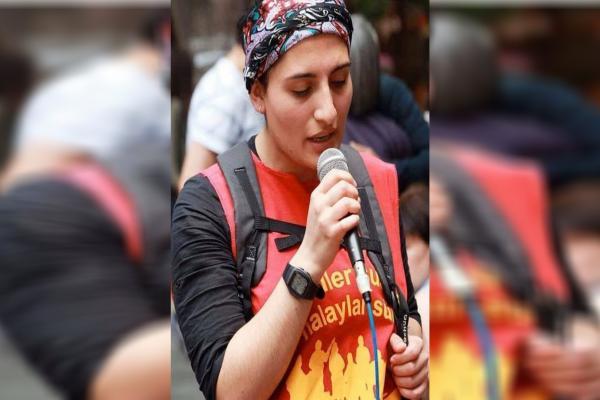 بعد 288 يوماً من الإضراب عن الطعام عضوة في فرقة موسيقية تفقد حياتها في سجون تركيا