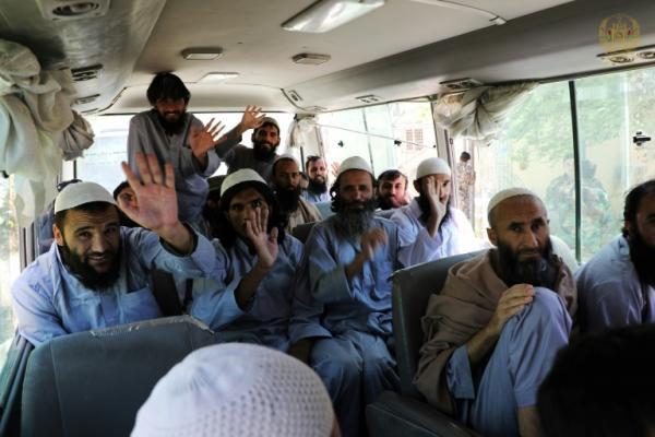 كابول تعتزم إطلاق سراح 900 سجين من طالبان وتدعو لتمديد الهدنة