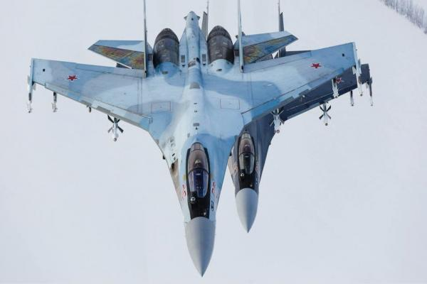 مقاتلتان روسيتان تعترضان طائرة استطلاع أميركية فوق المتوسط