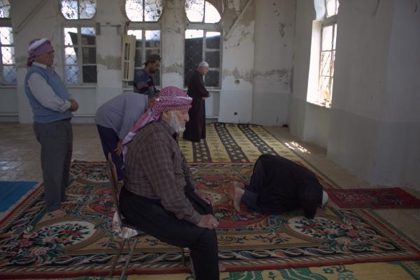 بعد خمس سنوات مهجّرو عفرين يعيدون ترميم جامع دمره داعش