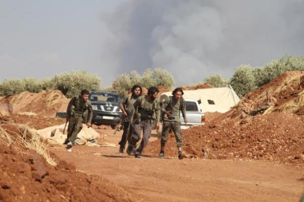 اشتباكات عنيفة في إدلب والقوات الحكومية تقصف عدة مناطق
