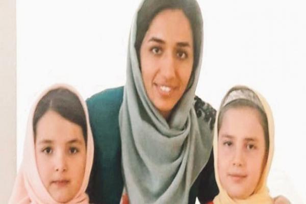 سجن 10 سنوات بحق معلمة اللغة الكردية في إيران