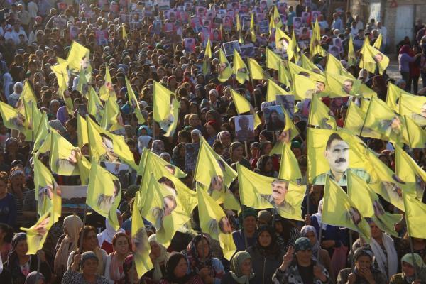 أهالي مقاطعة عفرين يباركون ذكرى انطلاقة ثورة روج آفا عبر مسيرة في الشهباء