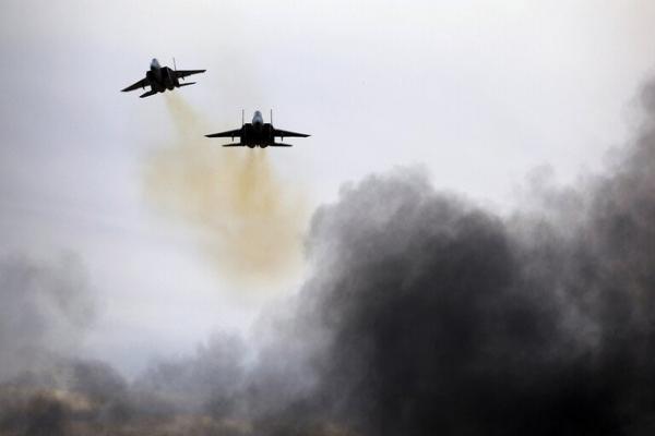 طائرة حربية مجهولة استهدفت المواقع الإيرانية بريف دير الزور