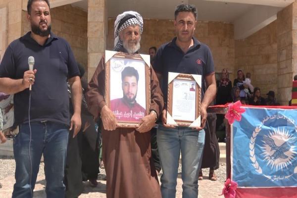 مجلس عوائل الشهداء في دير الزور يشيع جثمان الشهيد أحمد الهبشان
