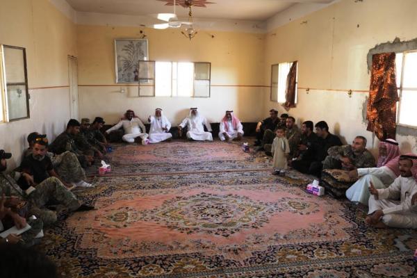 اجتماع ثلاثي جمع قسد والتحالف الدولي بوجهاء العشائر في دير الزور