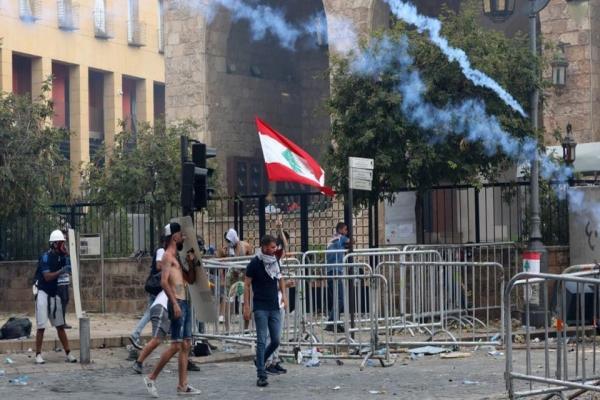 لبنان: متظاهرون يسيطرون على مقر وزارة الخارجية ومواجهات قرب البرلمان