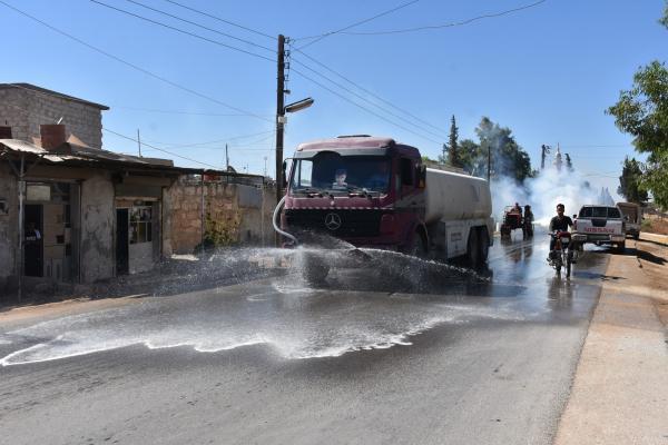 عمال النظافة...جنودٌ مجهولون إلى جانب الأطباء لاحتواء فيروس كورونا