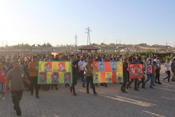 تشييع جثمان شهيد ومراسم غيابيّة لتسعة آخرين في كوباني