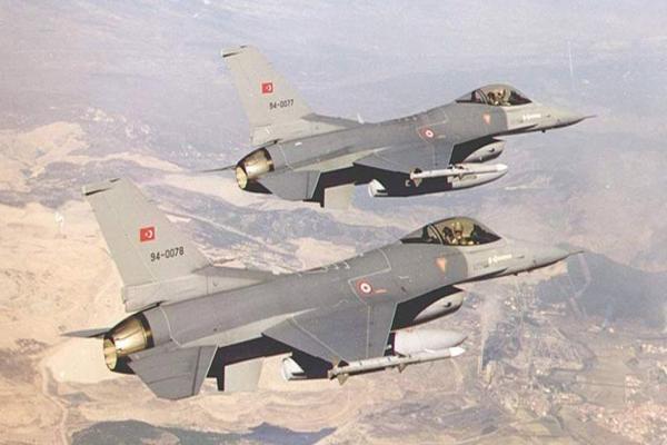تحرير الشام تقصف مواقع القوات الحكومية وطائرات تركية تجوب الشريط الحدودي