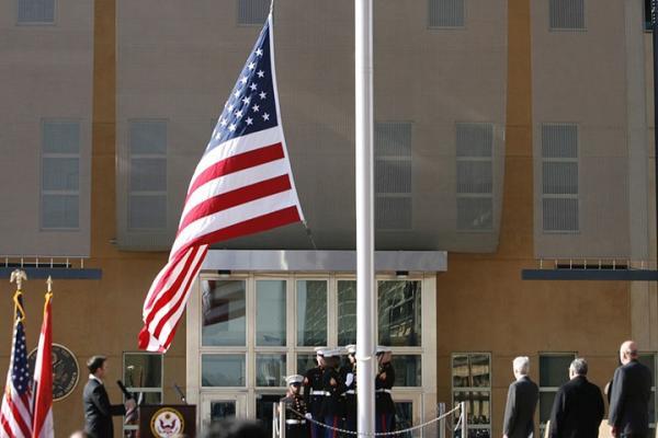 قوات عراقية مدعومة من إيران تهدد باستهداف السفارة الأمريكية بأسلحة دقيقة