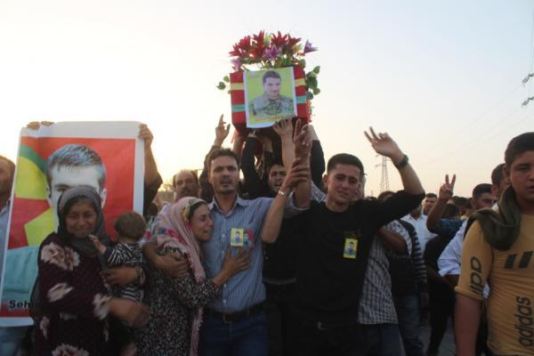 تشييع جثمان شهيد في كوباني ومراسم غيابيّة لشهيد آخر