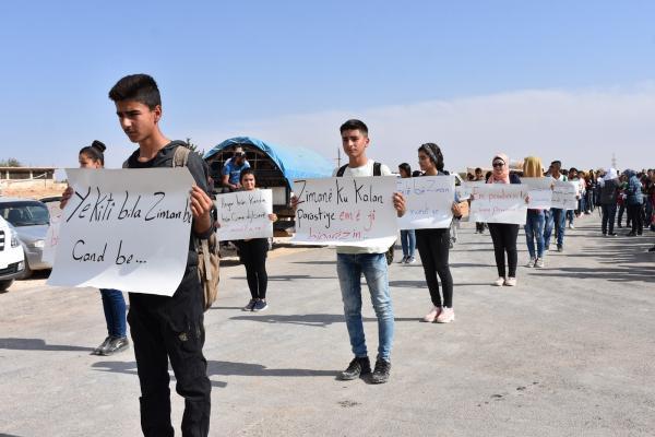 طلبة عفرين يتظاهرون احتجاجاً على مطالب المجلس الوطني الكردي