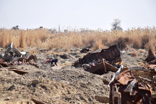 فوق الأرض وتحتها.. استمرار إجرام داعش في الباغوز