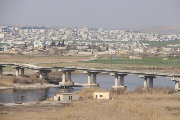 وسط تغاضي منظمات حماية البيئة العالمية والمجتمع الدولي.. نهر الفرات يزداد جفافًا وتلوثًا