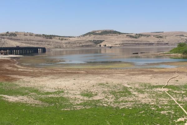 شيوخ ووجهاء دير الزور يحذرون من الكوارث الناجمة عن حبس مياه الفرات