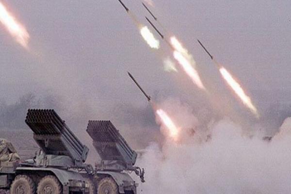 التصعيد مستمر.. أكثر من 100 قذيفة صاروخية على