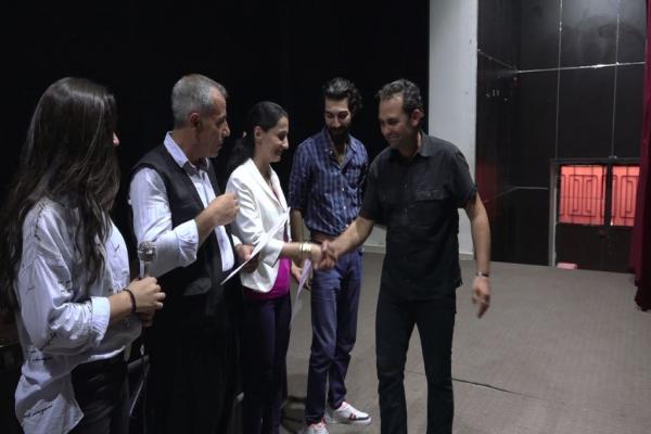 اختتام أول دورة تدريبية للفن المسرحي بالشكل الأكاديمي في مقاطعة كوباني