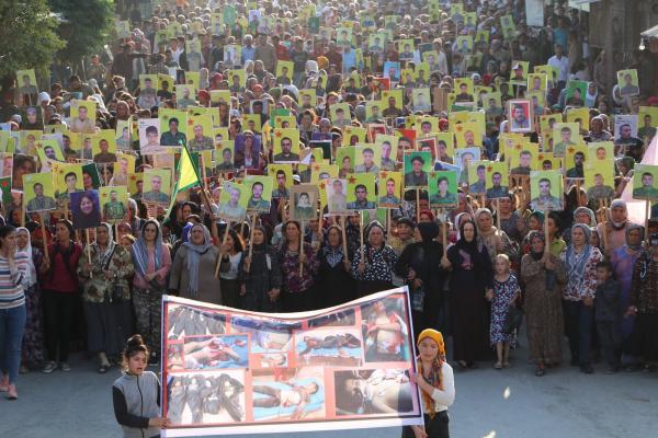 أهالي إقليم عفرين يخرجون في مظاهرة حاشدة تنديداً بجرائم الاحتلال التركي في عفرين المحتلة