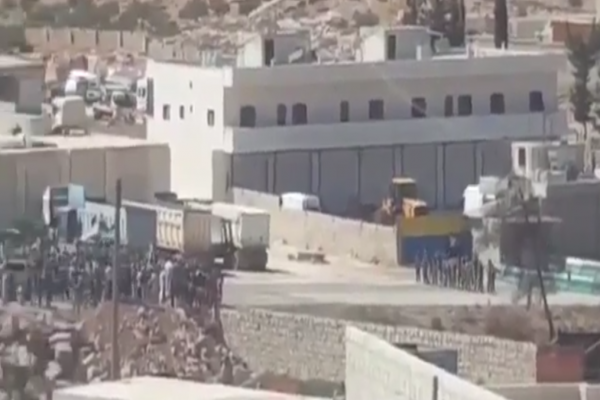 Videoed…Jabhat al-Nusra prevents demonstrators of Idlib to reach Bab al-Hewa Crossing