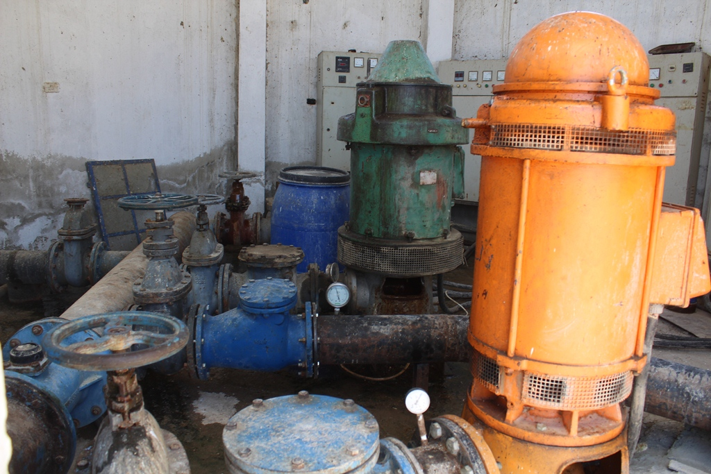 Water unit in al-Jarniya works to repair water pumps