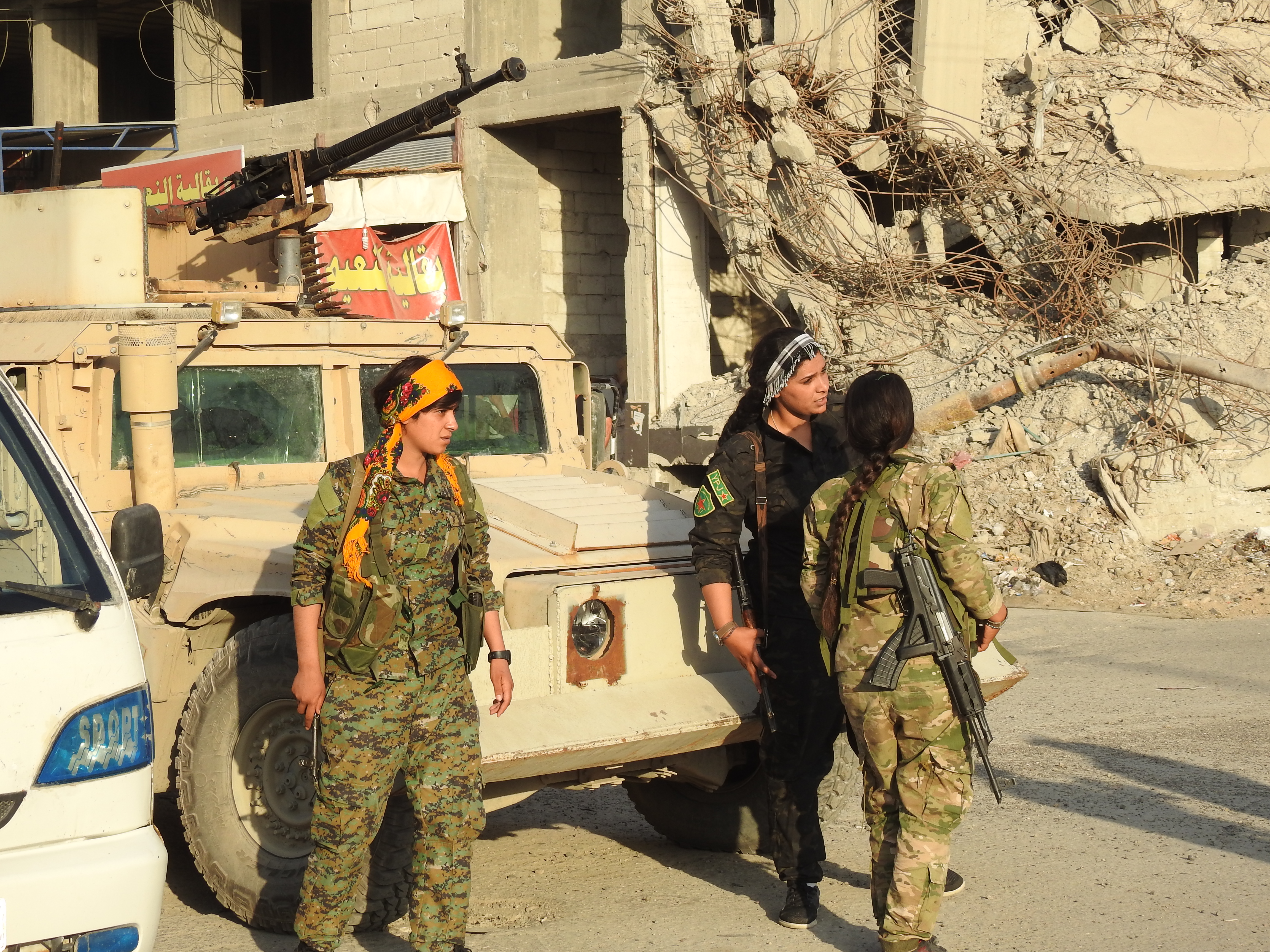 Al-Raqqa's children protected their areas after liberation-2