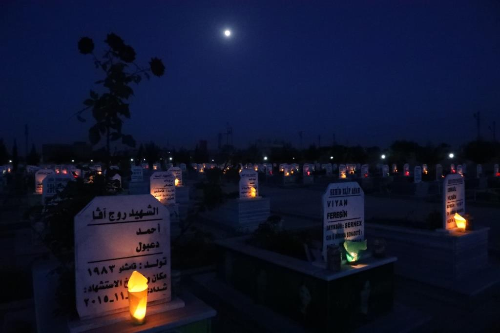 With candles, wreaths, Qamishlo and Dêrik recalled martyrs