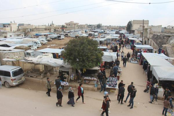 Tel Rifat markets overcrowded despite the shelling