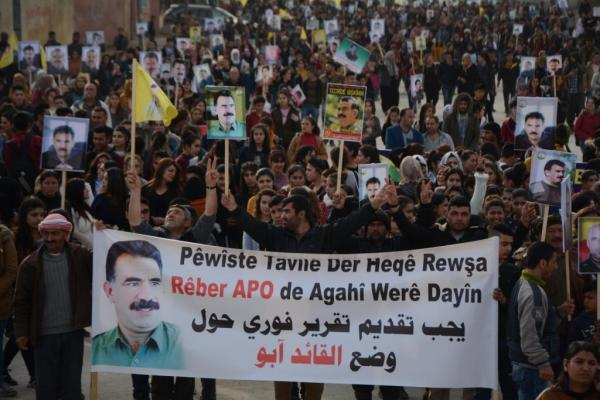 Thousands in Kobani rise up for the leader Abdullah Ocalan