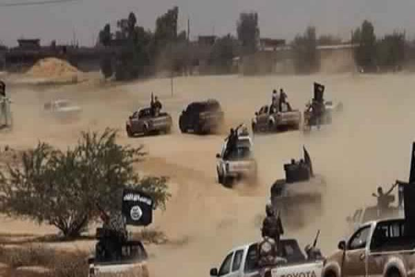 SOHR: ISIS launches a violent attack on Syrian gov forces in Sukhnah desert
